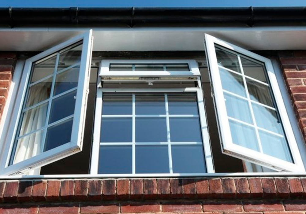 La elegancia de unas ventanas con barrotillo