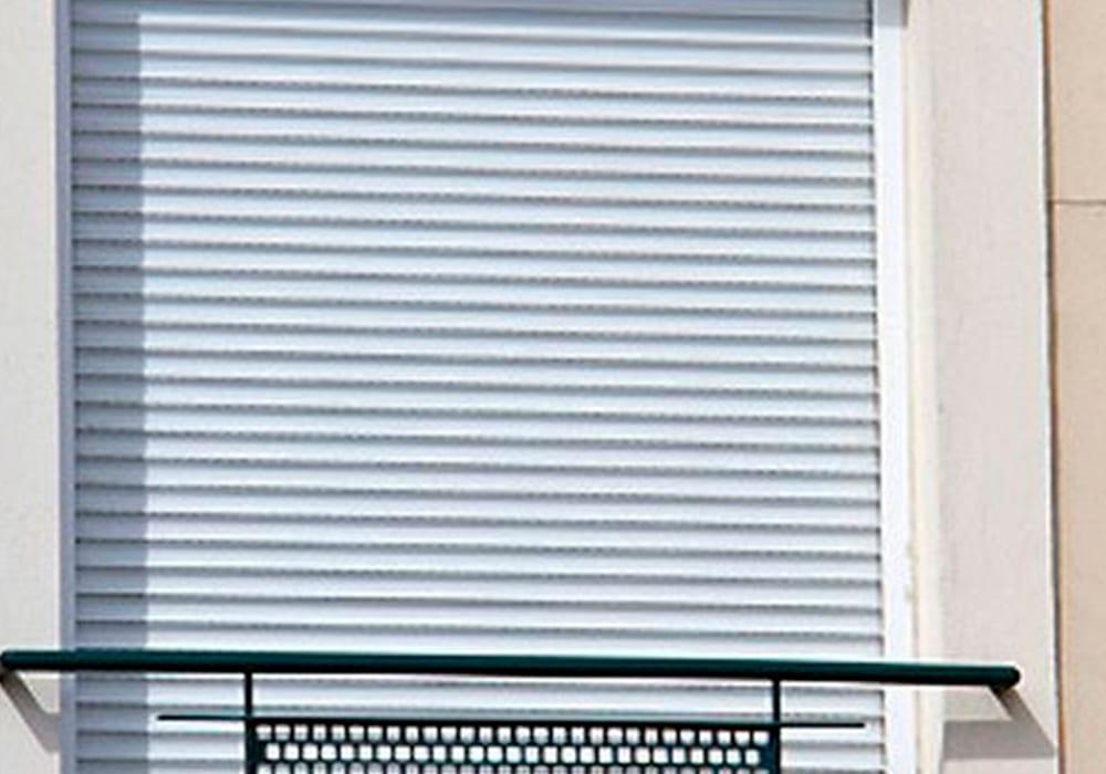 Combina el uso de ventanas y persianas para ahorrar